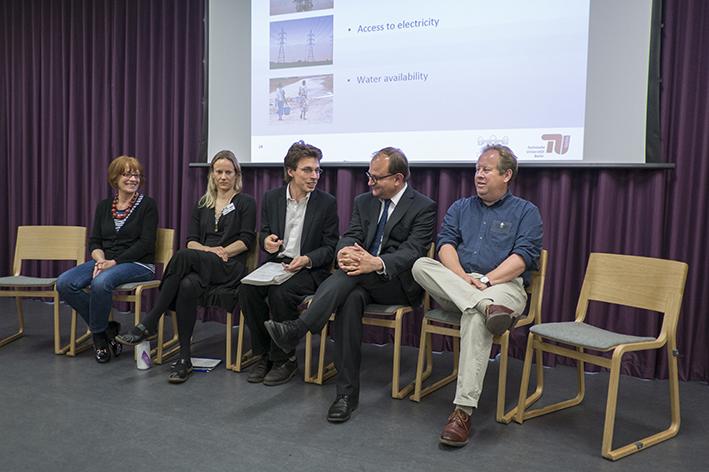 Panel, l to r: Pam Warhurst (Incredible Edible Todmorden), Kersty Hobson (University of Oxford), Joshua Msika (JHI), Ottmar Edenhofer (PIK), Peter North (University of Liverpool)